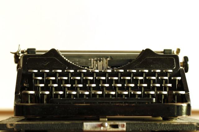 typewriter-472845_640